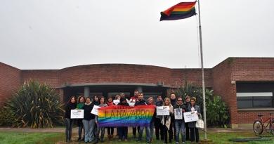 VisibilIZAR: se izó la bandera de la diversidad en sede Olavarría